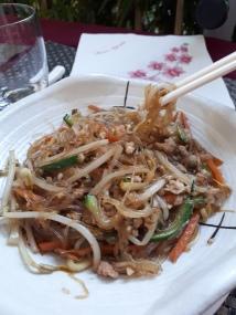 Spaghetti Soia con verdure e carne di maiale